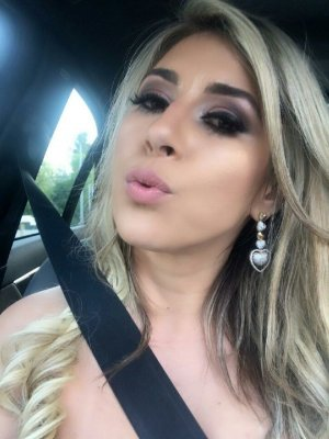 Rozelin adult dating DeLand, FL