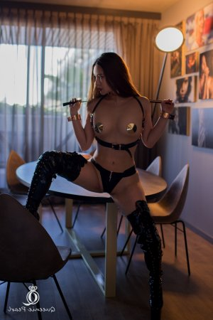 Ismaella bondage escorts in Brookings