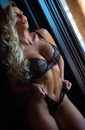 Leelou live escort in California
