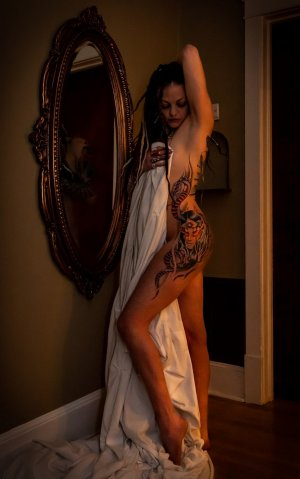 Leilia petite independent escort in Bastrop, TX